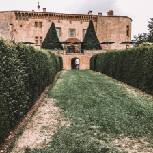 The front of Chateau de bagnols